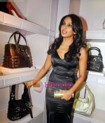 Bipasha Basu at the re- opening of the Jimmy Choo store at Galleria, Trident, Nariman Point, Mumbai on 5th Oct 2009 (4).jpg