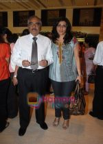 Isha Mehra with dad IM Kadri at Araaish exhibition in Blue Sea on 6th Oct 2009.jpg