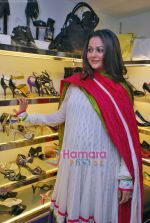 Amrita Arora at Tresmode Fall Winter collection launch in Bandra, Mumbai on 7th Oct 2009 (9).JPG