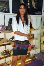 Carol Gracias at Tresmode Fall Winter collection launch in Bandra, Mumbai on 7th Oct 2009 (10).JPG