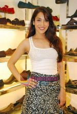 Simran Kaur at Tresmode Fall Winter collection launch in Bandra, Mumbai on 7th Oct 2009 (5).JPG