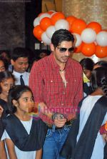 Zayed Khan at the launch of Light of Light NGO in Phoenix Mall on 10th Oct 2009 (18).JPG