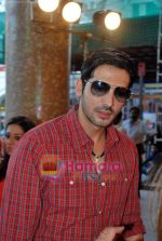 Zayed Khan at the launch of Light of Light NGO in Phoenix Mall on 10th Oct 2009 (4).JPG