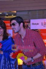 Zayed Khan at the launch of Light of Light NGO in Phoenix Mall on 10th Oct 2009 (16).JPG