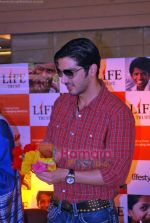 Zayed Khan at the launch of Light of Light NGO in Phoenix Mall on 10th Oct 2009 (17).JPG