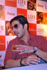 Zayed Khan at the launch of Light of Light NGO in Phoenix Mall on 10th Oct 2009 (6).JPG