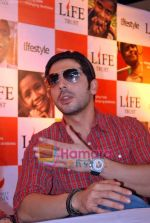 Zayed Khan at the launch of Light of Light NGO in Phoenix Mall on 10th Oct 2009 (7).JPG