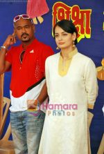 Dia Mirza, Vinod Kambli at Anmol Diwali celeberations for street girls in Mumbai on 24th Oct 2009 (8).JPG