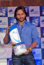 Saif Ali Khan at the launch of New Head N Shoulders Scalp Massage Cream in Mumbai on 29th Oct 2009 (25).JPG