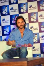 Saif Ali Khan at the launch of New Head N Shoulders Scalp Massage Cream in Mumbai on 29th Oct 2009 (12).JPG