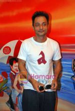 Sujoy Ghosh paint the Aladin Wall in Opp Phoenix Mills on 29th Oct 2009 (2).JPG