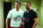 Akshay Kumar, Sunil Shetty in the still from movie De Dhana Dhan (3).jpg