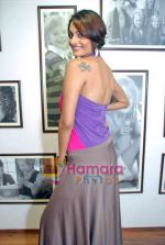 Ekta Choudhry at Gini & Jony and Bajaj Allianz launch of Groovy T-shirts in Gini Jony, Juhu showroom on 10th Nov 2009 (22).JPG