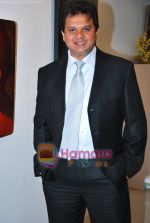 Viren Shah at Shailesh Achrekar_s paintings preview in Mumbai on 10th Dec 2009 (3).JPG