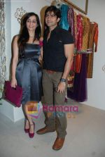 Tina and Hussain at the Launch of VIKRAM PHADNIS boutique with Malaga  launches his exclusive boutique in Juhu on 12th Dec 2009 (46).jpg