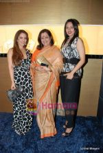 Poonam Sinha, Sonakshi Sinha at Nirmal Zaveri and Pria Kataria Puri Signature Red Carpet collection launch on 12th Dec 2009 (3).JPG