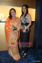 Poonam Sinha, Sonakshi Sinha at Nirmal Zaveri and Pria Kataria Puri Signature Red Carpet collection launch on 12th Dec 2009 (5).JPG