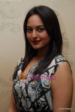 Sonakshi Sinha at Nirmal Zaveri and Pria Kataria Puri Signature Red Carpet collection launch on 12th Dec 2009 (8).JPG