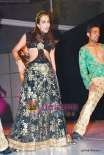 Malaika Arora Khan at Achala Sachdev_s Uzuru Jewels launch in Hyatt Regency on 20th Dec 2009 (43).JPG