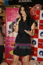 Sophie Chaudhary promotes her new album at Reliance Time Out in Bandra, Mumbai on 2oth Dec 2009 (36).JPG