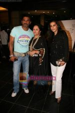 Sunil Shetty, Manna Shetty at Kalpana Shah_s art show in Tao Art Gallery on 22nd Dec 2009 (10).JPG
