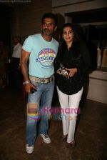 Sunil Shetty, Manna Shetty at Kalpana Shah_s art show in Tao Art Gallery on 22nd Dec 2009 (3).JPG