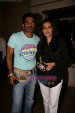 Sunil Shetty, Manna Shetty at Kalpana Shah_s art show in Tao Art Gallery on 22nd Dec 2009 (5).JPG