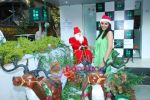 Pooja Chopra spends Christmas with children at Tata Docomo store in Bandra on 24th Dec 2009 (33).JPG
