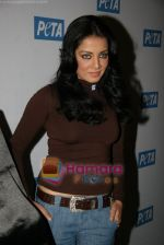 Celina Jaitley unveils the annual PETA calendar in Bandra, Mumbai on 29th Dec 2009 (20).JPG