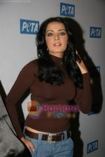 Celina Jaitley unveils the annual PETA calendar in Bandra, Mumbai on 29th Dec 2009 (22).JPG