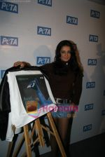 Celina Jaitley unveils the annual PETA calendar in Bandra, Mumbai on 29th Dec 2009 (30).JPG