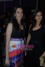 Gayatri Joshi, Sonali Bendre at Rishi Darda_s annual bash in Tote, Worli on 29th Dec 2009 (61).JPG