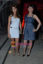 Kim Sharma, Preeti Jhangiani at Rishi Darda_s annual bash in Tote, Worli on 29th Dec 2009 (3).JPG
