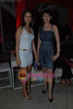 Kim Sharma, Preeti Jhangiani at Rishi Darda_s annual bash in Tote, Worli on 29th Dec 2009 (7).JPG