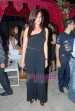 Sonali Bendre at Rishi Darda_s annual bash in Tote, Worli on 29th Dec 2009 (84).JPG