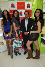 Arushi Virani, Pia Trivedi, Pooja Hegde at Miss Sixty accessory store launch in Palladium, Phoenix Mills on 5th Jan 2010 (7).JPG