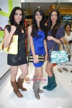 Arushi Virani, Pia Trivedi, Pooja Hegde at Miss Sixty accessory store launch in Palladium, Phoenix Mills on 5th Jan 2010 (86).JPG