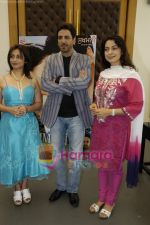 Divya Dutta, Gurdas Maan, Juhi Chawla at the press conference of film Sukhmani- Hope for Life in Mumbai on 28th Jan 2010 (6).JPG