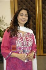 Juhi Chawla at the press conference of film Sukhmani- Hope for Life in Mumbai on 28th Jan 2010 (31).JPG