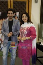 Juhi Chawla, Gurdas Maan at the press conference of film Sukhmani- Hope for Life in Mumbai on 28th Jan 2010 (3).JPG