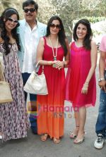 Sonakshi Sinha, Shatrughun Sinha, Sunil Shetty, Mana Shetty at art brunch Journey V in alliance with NGO Passages in Art N Soul, Worli, Mumbai on 31st an 2010 (5).JPG