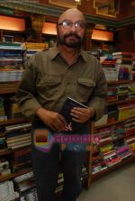 Govind Nihalani at the launch of Kishwar Desai_s book Witness The Night in Landmark, Andheri on 19th Feb 2010 (14).JPG