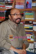 Govind Nihalani at the launch of Kishwar Desai_s book Witness The Night in Landmark, Andheri on 19th Feb 2010 (2).JPG