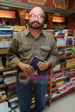 Govind Nihalani at the launch of Kishwar Desai_s book Witness The Night in Landmark, Andheri on 19th Feb 2010 (4).JPG