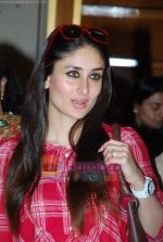 Kareena Kapoor at Don_t Loose your Mind, Loose your weight book promotional event in J W Marriott on 20th Feb 2010 (29).JPG