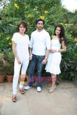 Udita Goswami, Tanushree Dutta, Shaad Randhawa on location of film Rokk in Malad on 22nd Feb 2010 (8).JPG