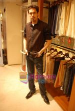Siddharth Kher at Aza Men wedding showcase for Men in AZA Men, Kemps Corner on 25th Feb 2010 (2).JPG