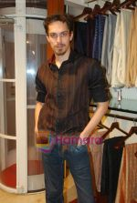 Siddharth Kher at Aza Men wedding showcase for Men in AZA Men, Kemps Corner on 25th Feb 2010 (5).JPG
