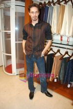 Siddharth Kher at Aza Men wedding showcase for Men in AZA Men, Kemps Corner on 25th Feb 2010 (92).JPG