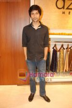 Vaibhav Talwar at Aza Men wedding showcase for Men in AZA Men, Kemps Corner on 25th Feb 2010 (2).JPG